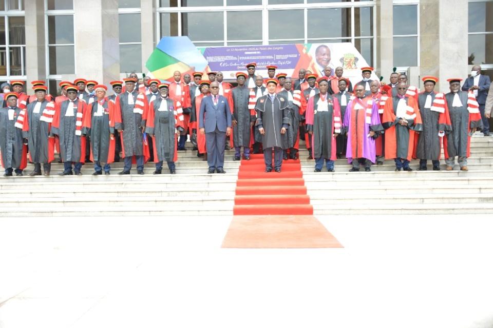 Denis Sassou N'Guesso et les universitaires, après son élévation.