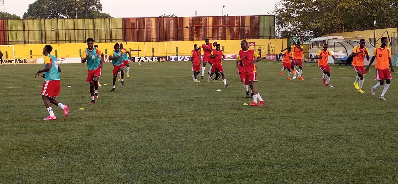 Les joueurs des SAO du Tchad s'entrainent à Conakry. © FTFA