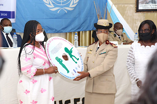 Le Togo a rendu hommage aux femmes militaires engagées dans les opérations de maintien de la paix. © RT