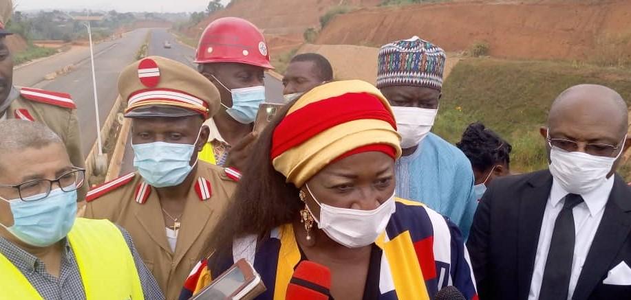 Cameroun /Yaoundé : Mme Célestine Courtès évalue les travaux de la voirie