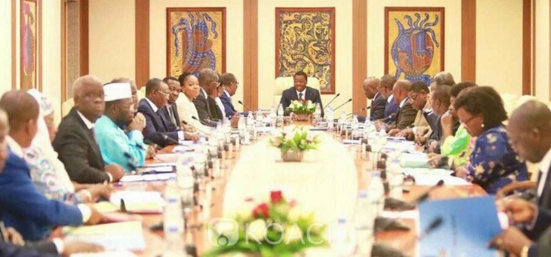 DR/ Le gouvernement togolais en conseil des ministres..