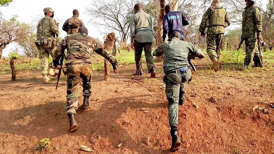 Le Premier ministre centrafricain inspecte le déploiement militaire le 19 décembre 2020. © Ngrebada Firmin/Fb