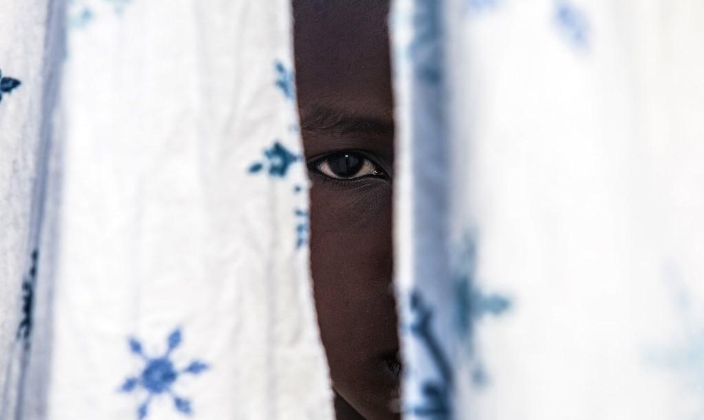 Un ancien enfant soldat de 12 ans a retrouvé un oncle avec le soutien de l'UNICEF en RDC. Illustration ©️ UNICEF/Vincent Tremeau