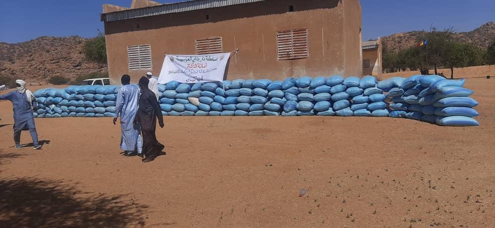 Tchad : le sultanat du Ouaddaï collecte et distribue l'aumône dans les villages