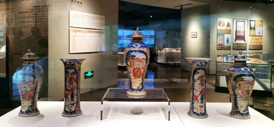 Photo shows colorful porcelain ware glazed using a unique technique of Guangzhou, south China's Guangdong province, exhibited in the Thirteen Hongs Museum in Guangzhou. (Photo by Luo Xun/People's Daily)
