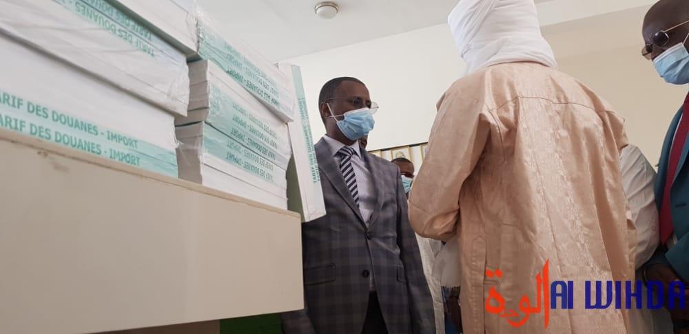 Tchad : le ministre des Finances en visite à la douane, au trésor et au domaine