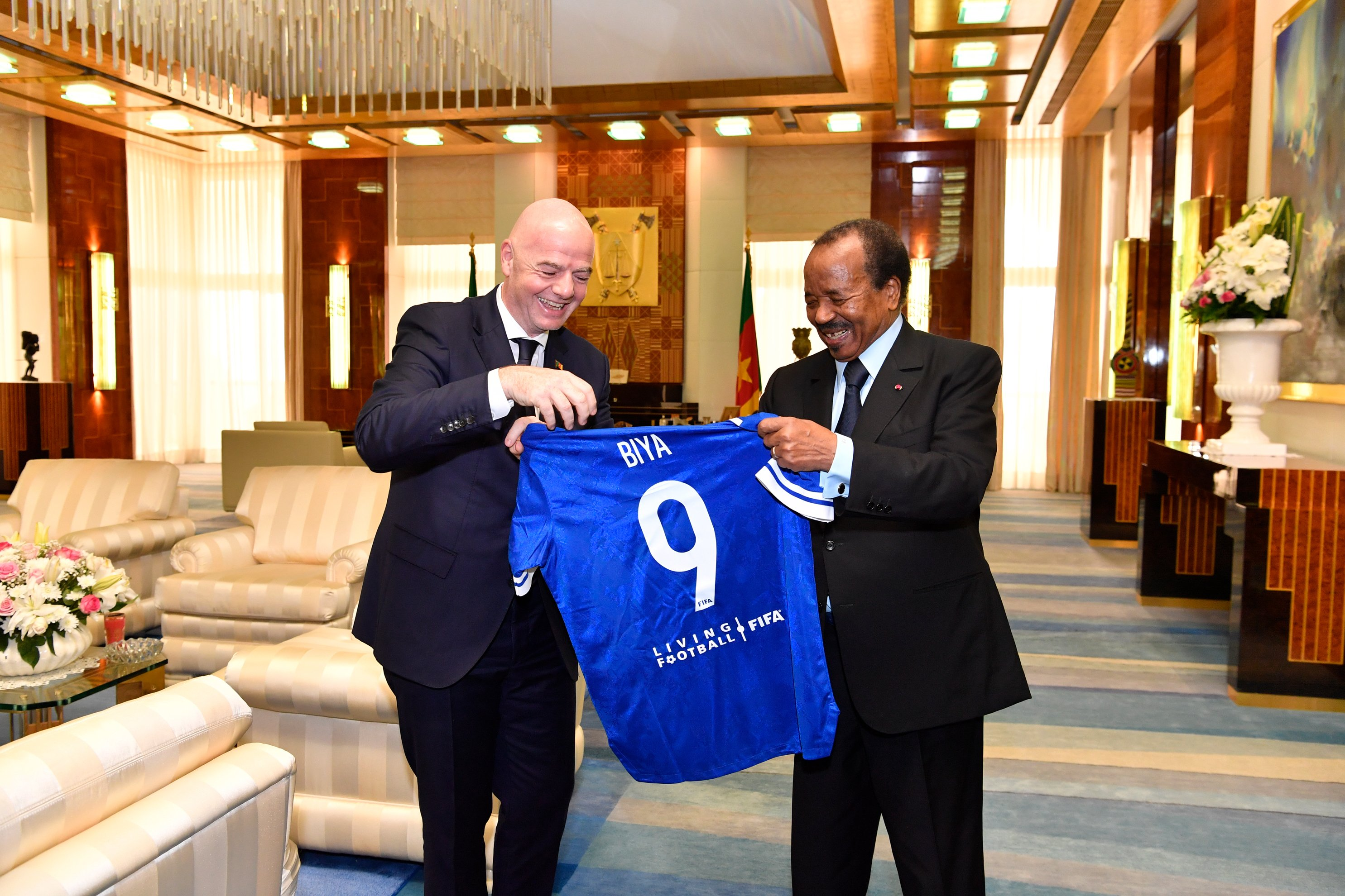 Cameroun : Paul Biya a reçu le président de la FIFA. © PR