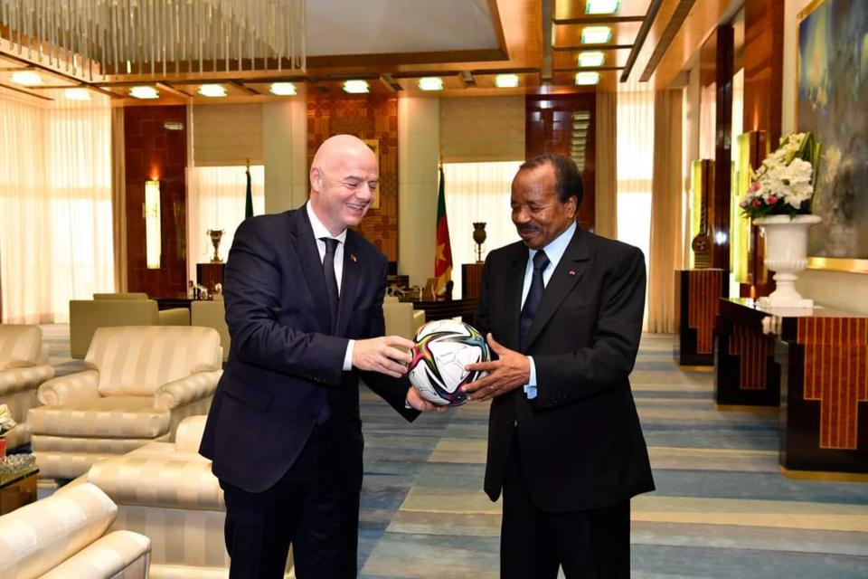 Cameroun : Paul Biya a reçu le président de la FIFA