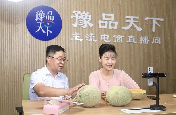 Photo taken on July 3, 2020, shows people promoting Hami melons from northwest China's Xinjiang Uygur autonomous region via live-streaming show during a live-streaming event launched in central China's Henan province for stimulating consumption of products from Xinjiang. (Photo/Orient Today)
