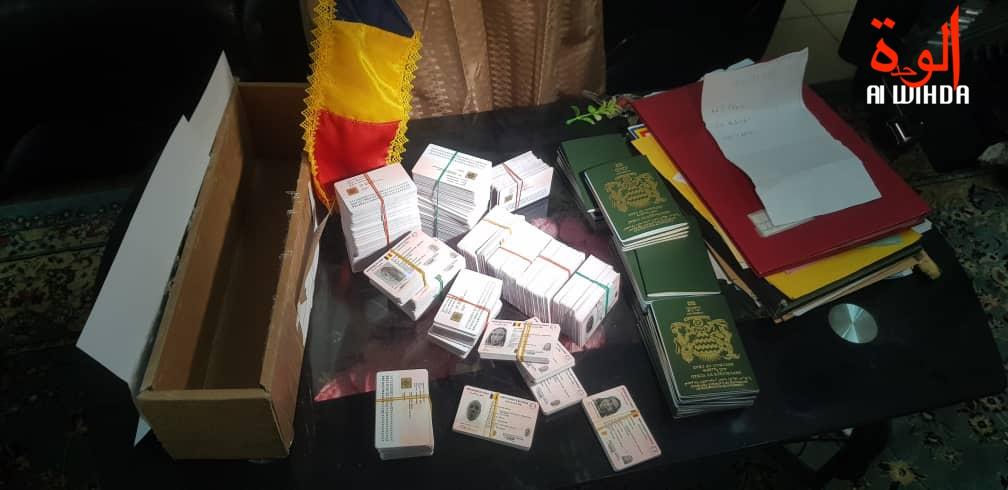 إعادة الوثائق الثبوتية التي تتمثل في بطاقات الهوية الوطنية وجواز السفر إلى حاكم اقليم وادي فيرا