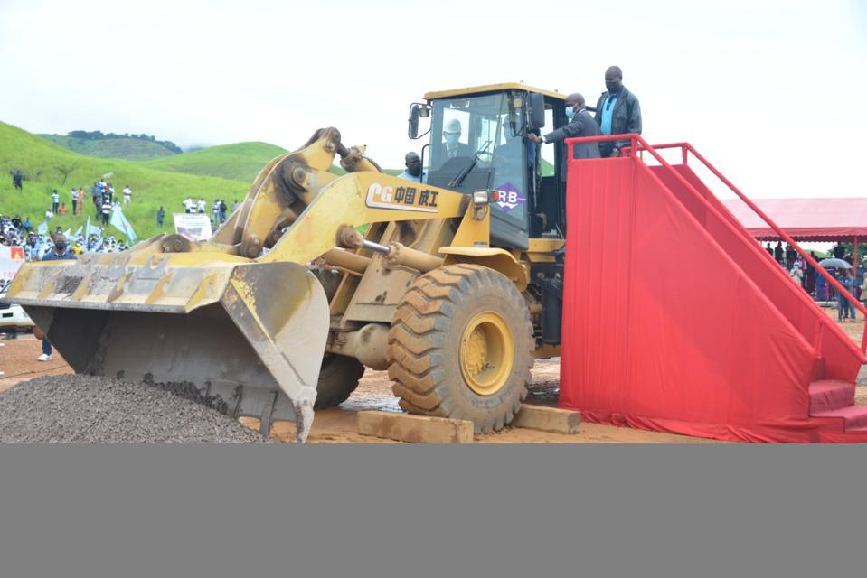 Sassou N'Guesso à la manoeuvre pour lancer les travaux de la route Dolisie-Kibangou.