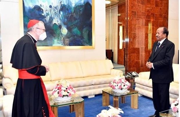 Le président Paul Biya et le Cardinal Pietro Parolin, au Palais de l'Unité.