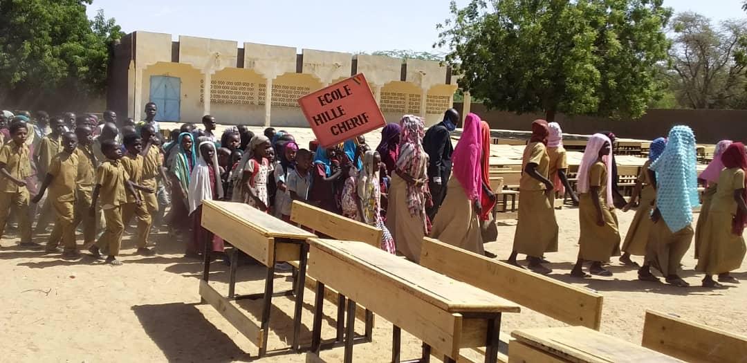Tchad : 1000 tables-bancs offerts aux élèves de la province du Batha