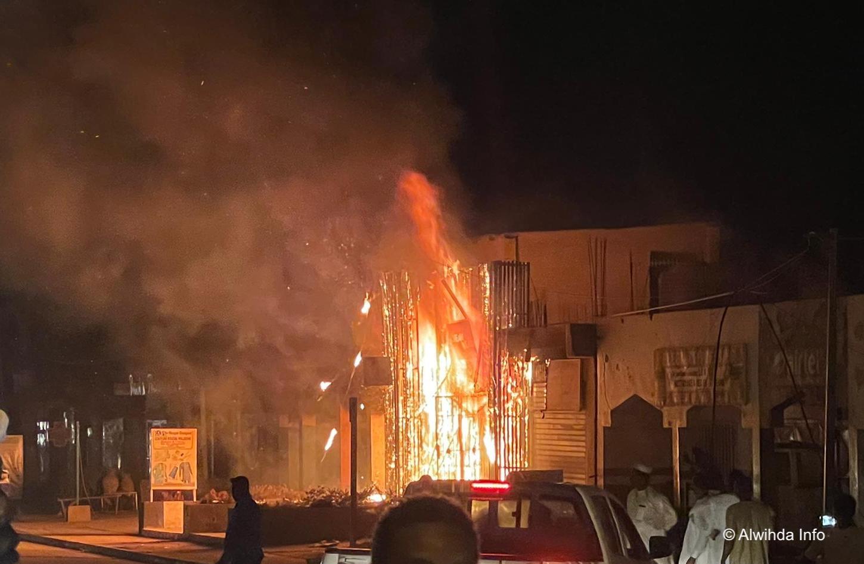 N'Djamena : une boutique prend feu à la rue de 40m