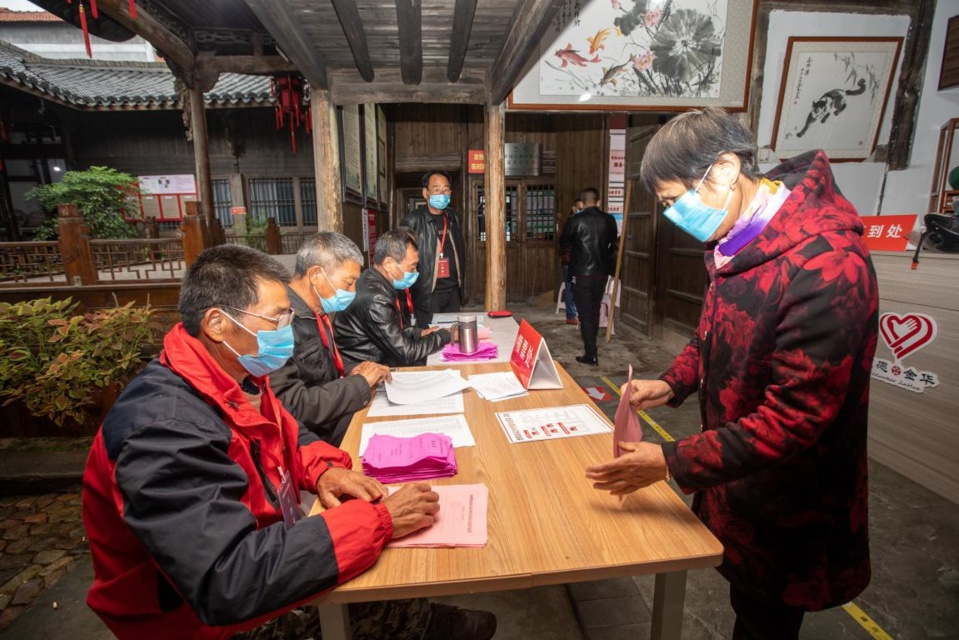 A villager votes for village cadres in Qianxibian village, Tangya Township, Jindong District, Jinhua, east China's Zhejiang Province, Nov. 26, 2020. (Photo by Yang Meiqing/People's Daily Online)