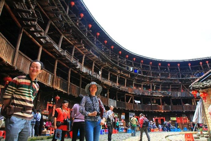 Tourists visit Tulou in Nanjing County, Zhangzhou, southeast China's Fujian Province. (Photo by Luo Xinghan/People's Daily Online)