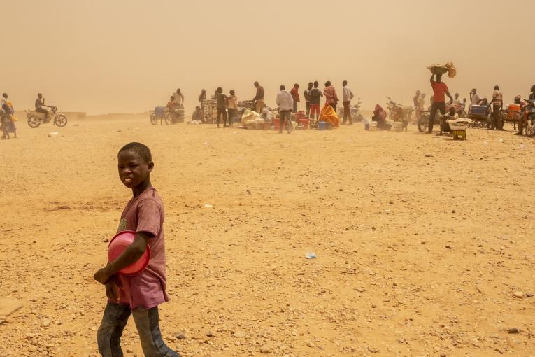 Un centre de transit pour migrants expulsés d'Algérie vers leur pays, Agadez, Niger, mai 2018. © UNICEF/UN0209663/Gilbertson VII Photo