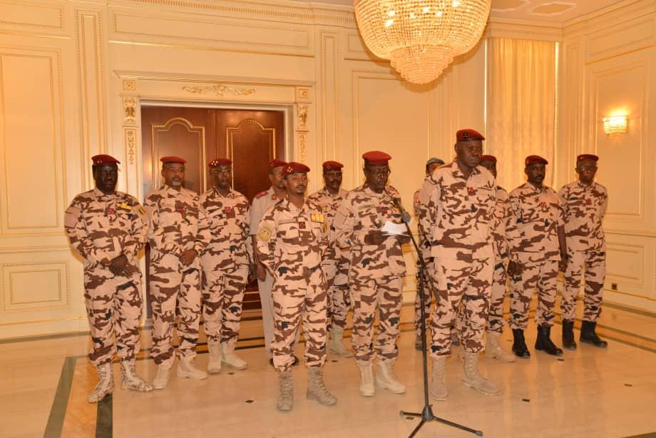 Les membres du CMT au Palais présidentiel à N'Djamena. © PR
