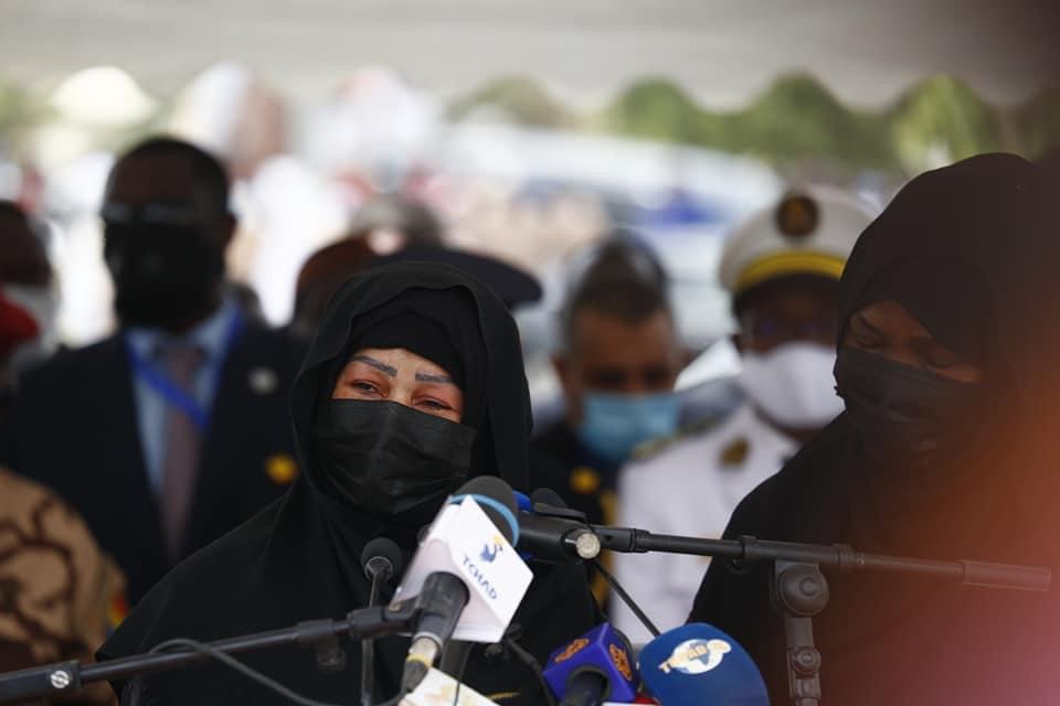 Tchad : Hommage émouvant de Mme Hinda Deby Itno aux obsèques du Maréchal