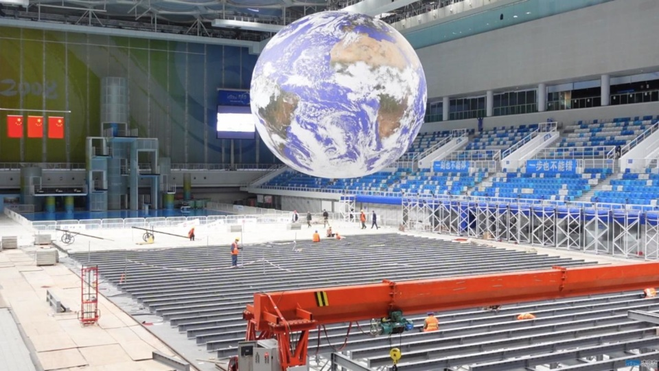 Constructors work to turn the National Aquatics Center into the curling venue for the Beijing 2022 Winter Olympics and Paralympics, Nov. 20, 2020. (Photo from the official website of the National Aquatics Center)