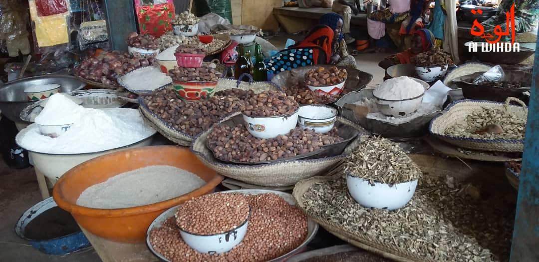 Des denrées alimentaires au marché d'Ati. Illustration © Hassan Djidda/Alwihda Info