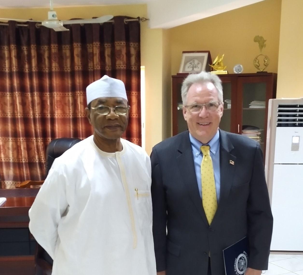 Tchad : entretien entre le ministre de la justice et le chargé d'affaires de l'ambassade US. ©Amb.US