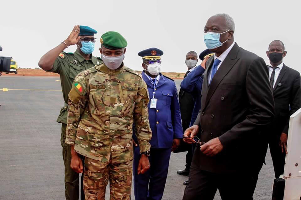 """Mali : le président et le premier ministre """"placés hors de leurs prérogatives"""""""