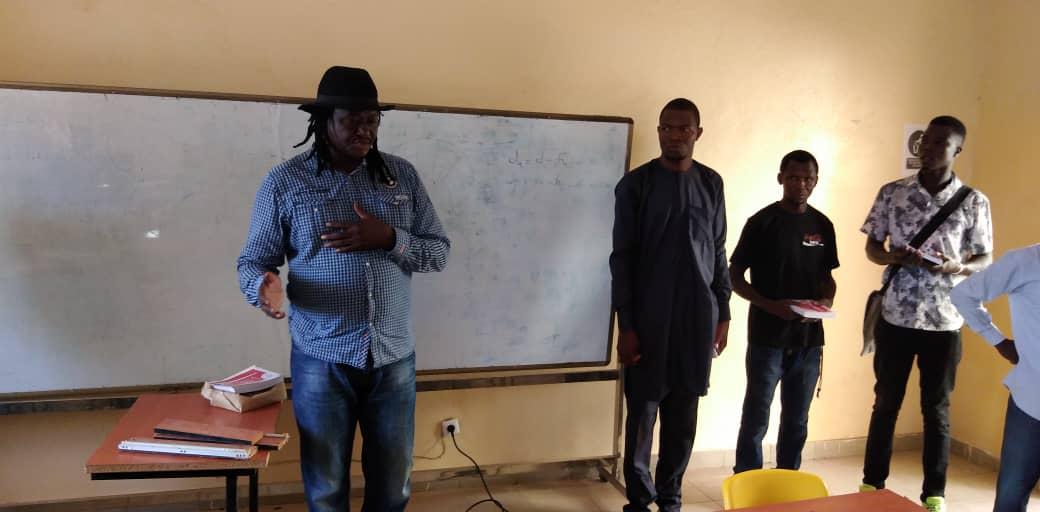 Tchad : l'artiste Abdoulaye Nderguet à Mongo pour une tournée de sensibilisation