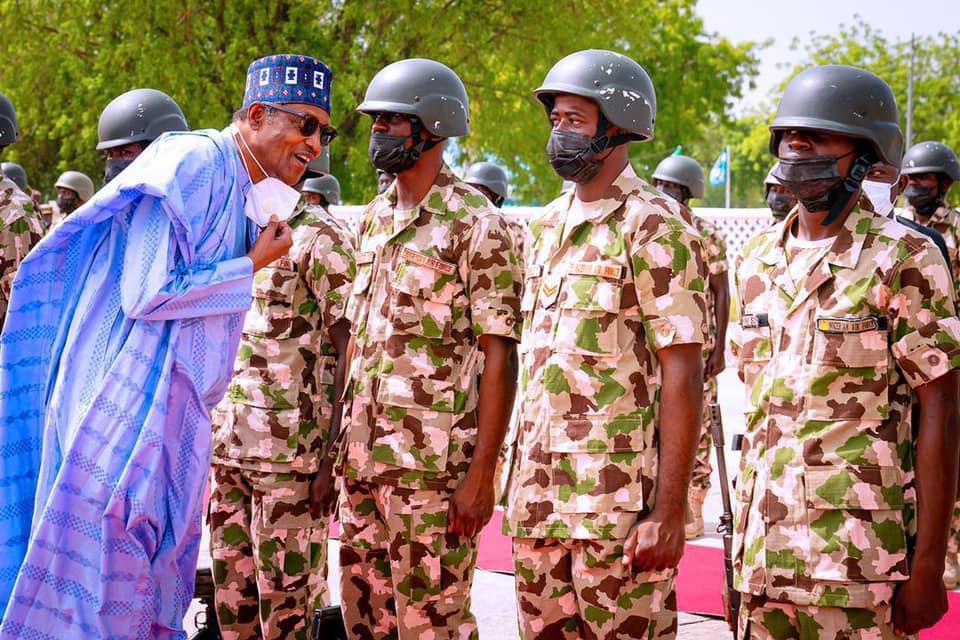 Nigeria : Buhari aux côtés des troupes à Maiduguri. © PR Nigeria