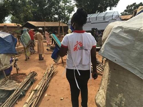 RCA : des milliers de personnes vulnérables à Bambari après la destruction d'un camp de fortune. © MSF