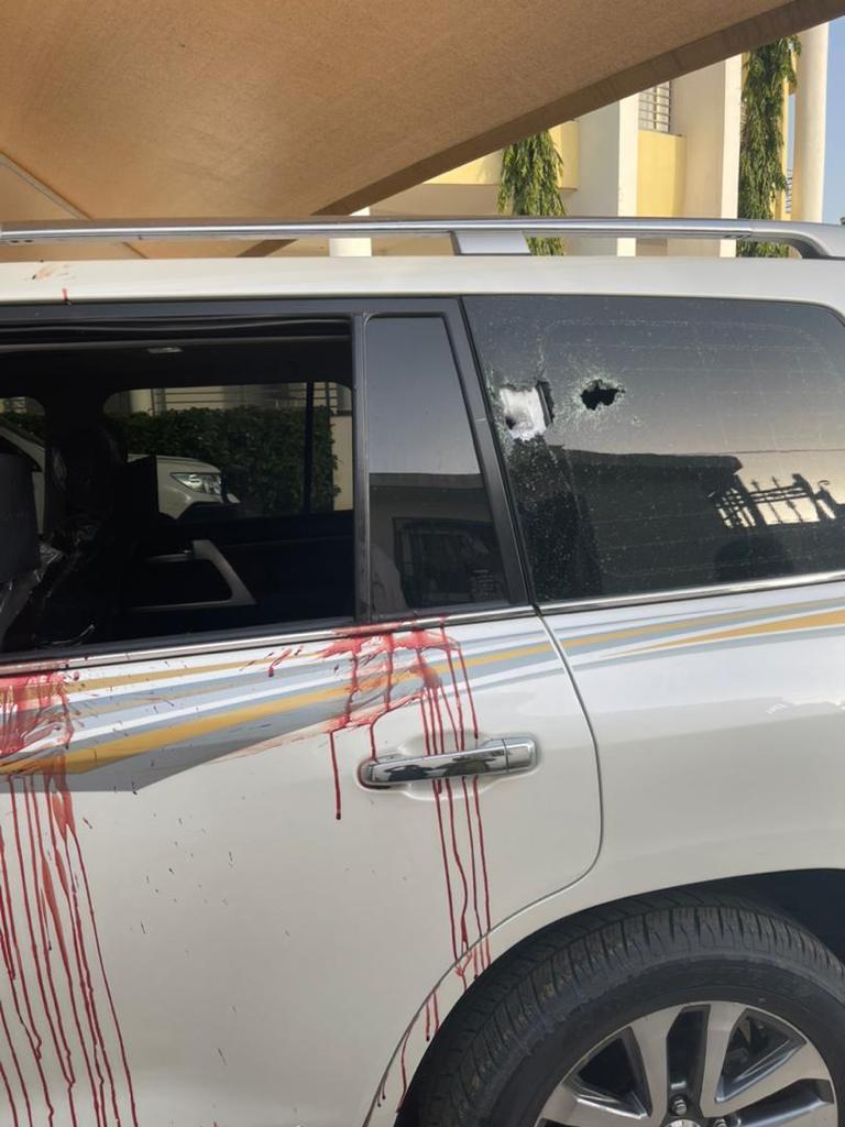 Le véhicule criblé de balles de l'ex-directeur des douanes Abdelkérim Ahmat Charfadine. ©DR