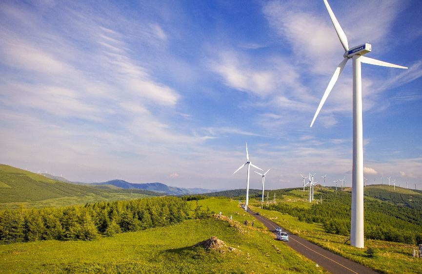 Photo taken on June 27, 2021 shows wind turbines on grasslands in Chongli district, Zhangjiakou city, north China's Hebei province. (Photo by Xiao Xueping/People's Daily Online)