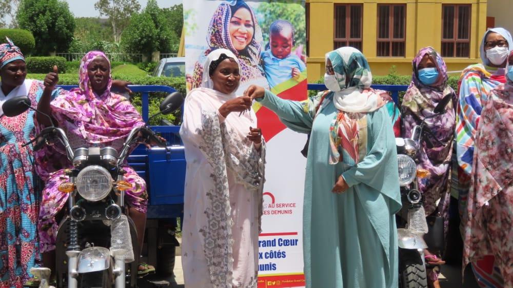 Tchad : la FGC remet des tricycles aux groupements féminins