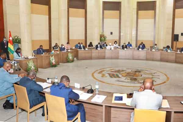 Togo : les précisions du ministre de la communication sur la gratuité de l'établissement des actes de naissance