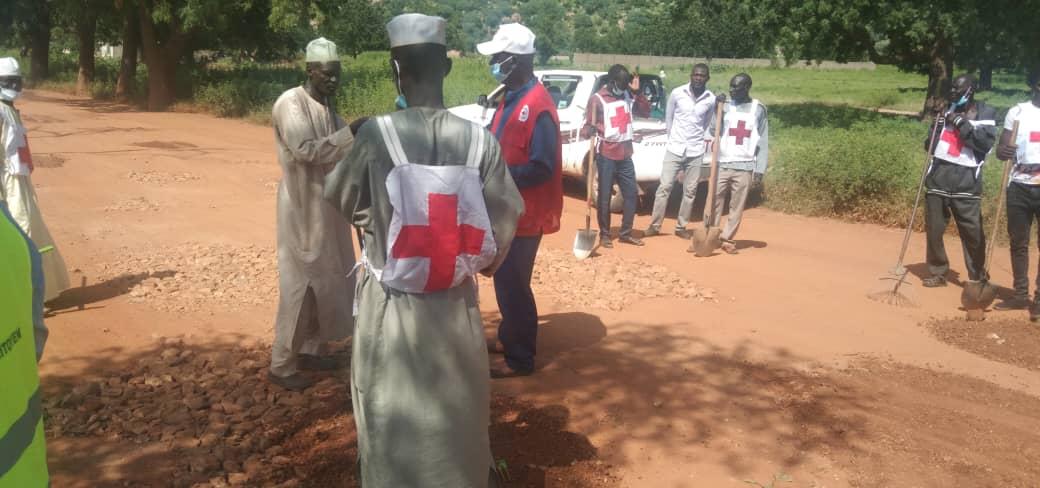 Tchad : la Croix-Rouge et la mairie aménagent l'entrée de la ville de Mongo