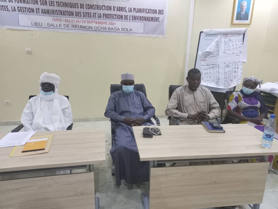 Tchad : la Croix Rouge et le HCR promeuvent les techniques de construction d'abris au Lac