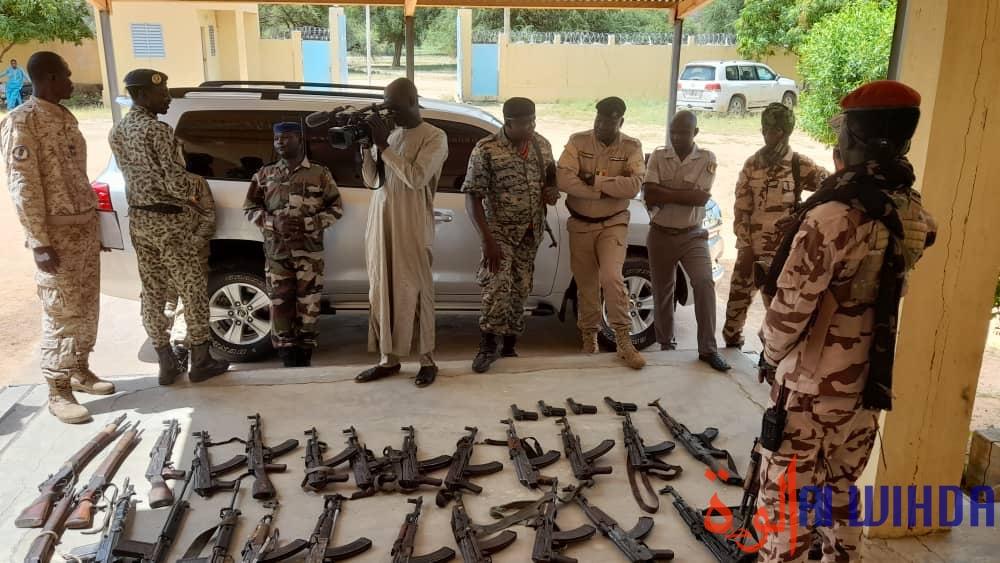 Tchad : les autorités provinciales du Batha présentent une saisie d'armes de guerre