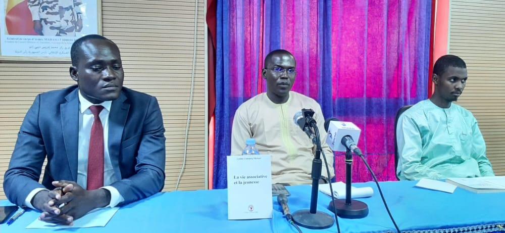 Tchad : Ladibé Gakdand Michael dédicace son livre sur la vie associative et la jeunesse