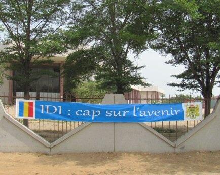 Une banderole accrochée sur lees murs du Palais du 15 Janvier. N'Djamena. © journaldutchad.com