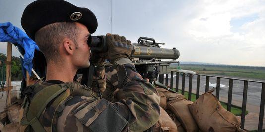 Des soldats français à l'aéroport de Bangui. Les militaires sont 450 en Centrafrique. | AFP/ISSOUF SANOGO