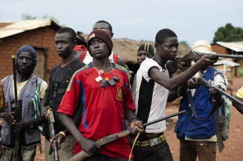 """Des hommes appartenant aux milices """"Anti-balaka"""". Centrafrique. Crédit photo : Sources"""