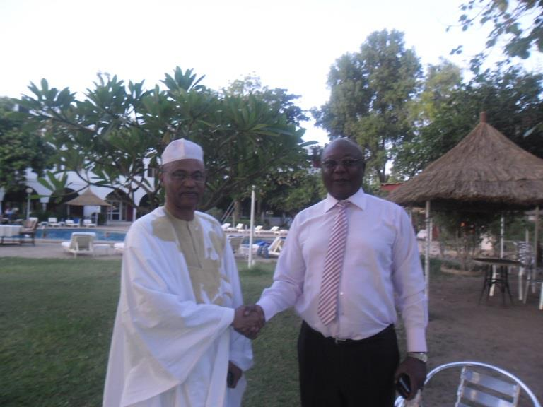 Rencontre entre l'ancien Premier Ministre, l'opposant centrafricain Martin Ziguilé et Ahmat Yacoub, conseiller chargé de missions à la Médiature de la République.