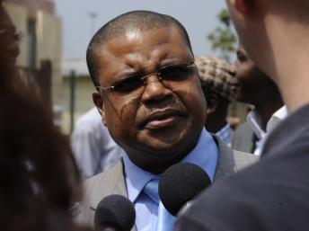 Nicolas Tiangaye, le 7 janvier 2013, à l'aéroport de Bangui. AFP PHOTO / SIA KAMBOU
