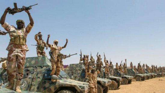Une colonne de l'armée tchadienne(FATIM) entre Kidal et Tessalit au Mali. Crédit photo : Patrick Robert.