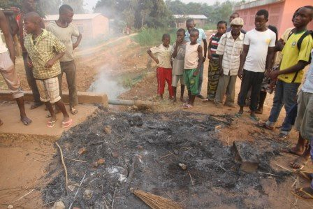 Un musulman brûlé vivant, après avoir été soupçonné d'appartenir à l'ex-Séléka. © Diaspora Media