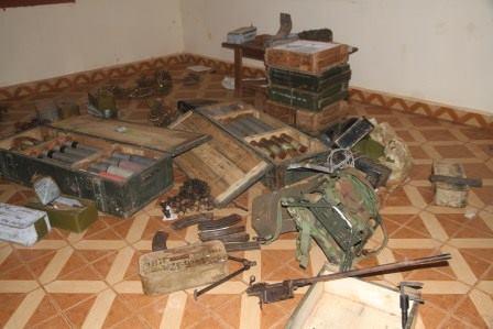 Les soldats de la MISCA saisissent des stocks d'armes au domicile d'un général de l'ex-Séléka. Bangui. © Diaspora Media