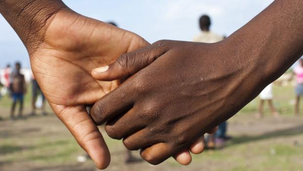 Main dans la main /