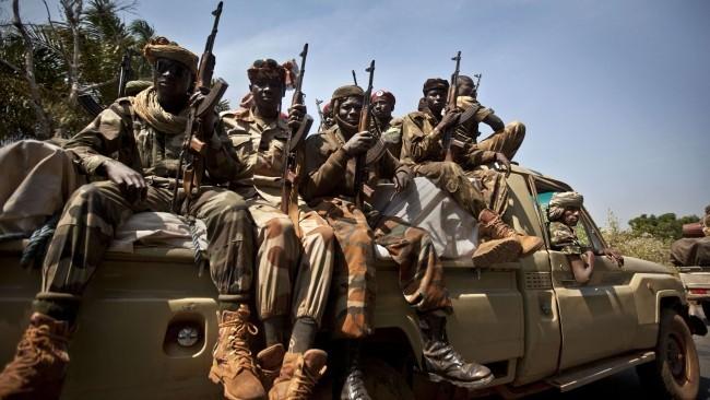 Un convoi de soldats tchadiens à Damara, en RCA, le 2 janvier 2013. Crédit photo : Ben Curtis - AP - SIPA