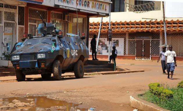 Une patrouille de la force africaine MISCA circule dans les rues de Bangui. AFP/SIA KAMBOU