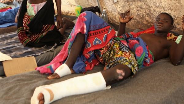 À l'hôpital communautaire de Bangui, les enfants victimes de la folie des armes sont soignés sous des tentes aménagées par l'UNICEF. Photo : UNICEF